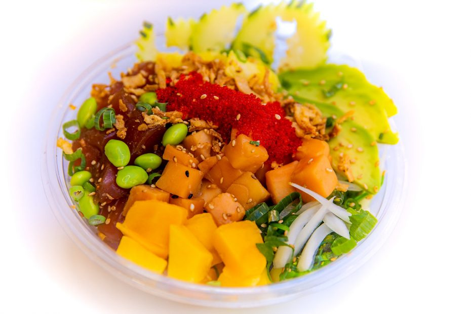 Poke Bowl with Mango and Avocado - Copy